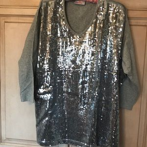Quacker Factory silver sequined gray T-shirt
